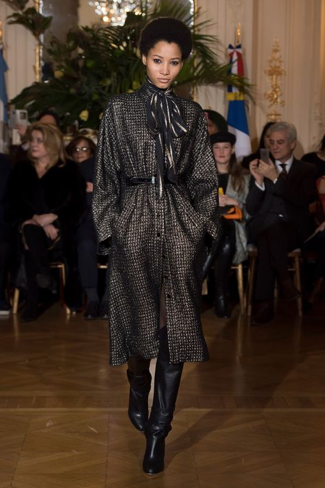 See the complete Vanessa Seward Fall 2018 Ready-to-Wear collection.