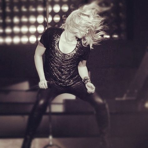 Hoje me senti muito bem no palco! Nos divertimos muito! Shak #Baku Hoy me sentí muy bien en el escenario! Hemos disfrutado mucho! Shak #Baku