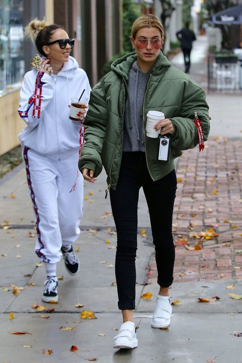 bomber jackets, bomber jackets for women hailey baldwin style, hailey bieber Estilo Hailey Baldwin, Hailey Baldwin Style, Casual Street Style, Celebrity Style Casual, Celebrity Outfits, Trendy Fashion, Winter Fashion, Fashion Mode, Urban Fashion
