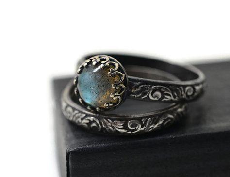 Labradorite Wedding Set, Renaissance Style Engagement Ring Set of Two, Oxidized Silver Women's Natural Stone Jewelry, Custom Engraving - Purplewitch