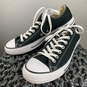 Mens black low top Converse 9.5 like