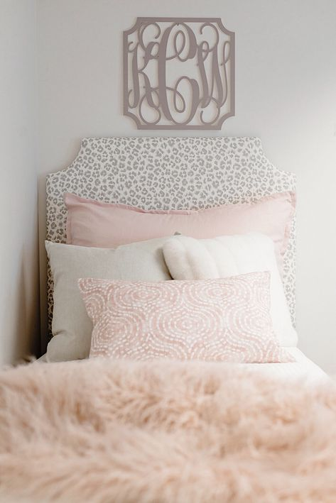 Dorm Room Ideas - Dorm Decor You are in the right place about diy furniture Here we offer you the most beautiful pict - College Dorm Canvas, College Dorm Bedding, College Dorm Rooms, Cute Teen Rooms, Cute Dorm Rooms, Dorm Room Designs, Dorm Room Layouts, Dorm Pillows, College Dorm Decorations