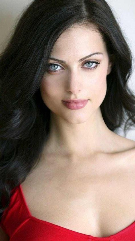 List of the hottest female celebrities with doe eyes. These sexy doe-eyed stars, which happen to be some of the most beautiful celebrities of all time, are all listed here in this hottest women with doe eyes list. The term doe eyes gets its meaning from the appearance of a female deer-eyed lo...