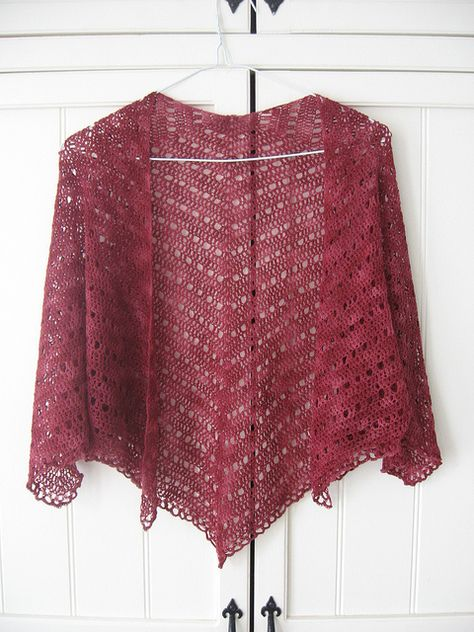 crocheted shawl - great free pattern http://www.ravelry.com/patterns/library/evas-shawl