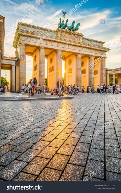 Beruhmtes Brandenburger Tor Eines Der Bekanntesten Wahrzeichen Und Nationalen Symbole O Beruhmtes Brandenburger Tor Ein In 2020 Baustil Reisen Landhaus