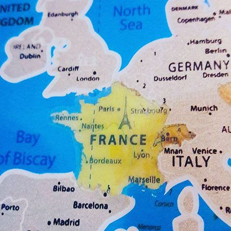 dublin carte du monde Découvrez nos cartes du monde à gratter qui est une décoration