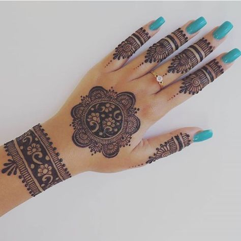 Easy Henna Design for Your Hands – Henna Tattoos Mehendi Mehndi Design Ideas and Tips Henna Hand Designs, Eid Mehndi Designs, Mehndi Designs Finger, Mehndi Designs For Girls, Modern Mehndi Designs, Bridal Henna Designs, Mehndi Design Photos, Beginner Henna Designs, Mehndi Designs For Fingers