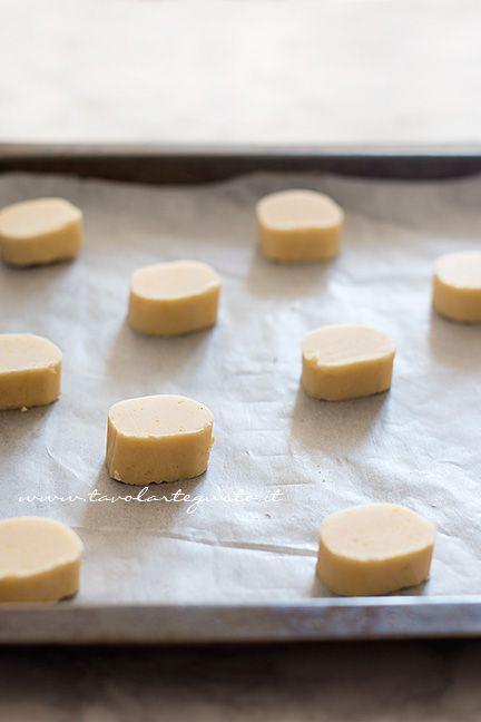 I Biscotti all'arancia pronti per essere infornati - Ricetta Biscotti all'arancia