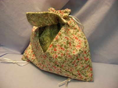 Oragami Bag Tutorial. Very cute as giftwrap - gift inside, card in the envelope pockets to the side, and the bag is a functional addional gift.