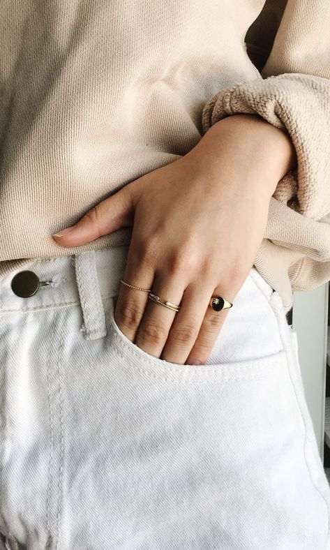 Slimming Fashion Tips with the perfect ring stack.Slimming Fashion Tips Vivian Van with the perfect ring stack Casual Outfits, Cute Outfits, Fashion Outfits, Fashion Tips, Fashion Hacks, Fashion Quotes, Fashion Ideas, Women Jewelry, Womens Jewelry Rings