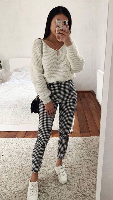 30 Trendy And Simple Outfits For Spring 2019 casual outfit inspira. - Gul - 30 Trendy And Simple Outfits For Spring 2019 casual outfit inspira. 30 Trendy And Simple Outfits For Spring 2019 casual outfit inspiration / knit sweat Cute Sweater Outfits, Plaid Outfits, Cute Casual Outfits, Girly Outfits, Mode Outfits, Vintage Outfits, Plaid Pants Outfit, Trendy Fall Outfits, Checked Trousers Outfit