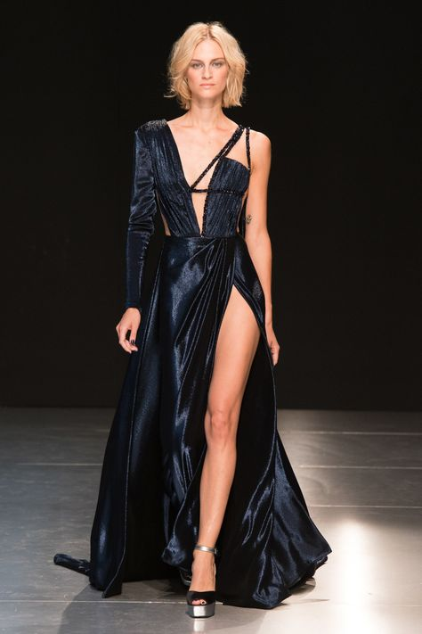 Georges Chakra Fashion Show Fall-Winter Couture - Featured Dresses Georges Chakra, Fashion Week, Runway Fashion, Fashion Show, Fashion Outfits, Fashion Design, Fall Fashion, Evening Gowns Couture, Couture Dresses