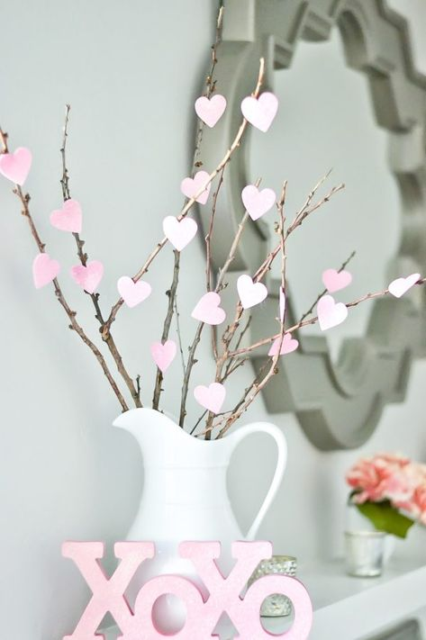 DIY Valentine's Day Decorations on a Tight Budget - Valentine's Heart Tree