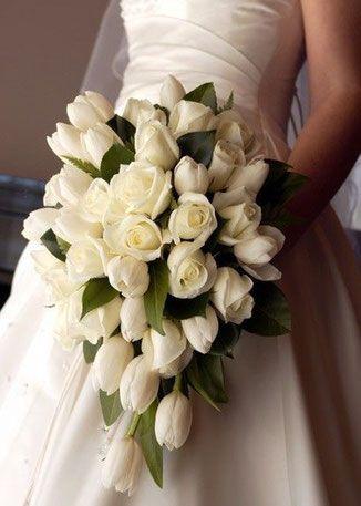 Bouquet Di Tulipani Per Sposa.Pin Di Martina Sorrentino Su Feste Di Matrimonio Addobbi