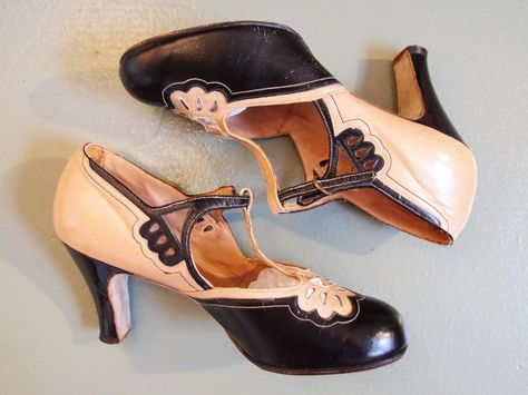 Items similar to Jahrgang 1920-1930 Art Deco zwei Ton tan und schwarz Shelby Tanz Heels Schuhe Ausschnitt Detail Gatsby downtown Abbey / / US 6.5 on Etsy