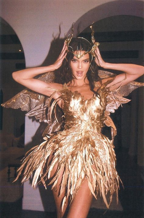Kendall Jenner - Forest Fairy Costume for Halloween. Latest Kendall Jenner photo news and gossip. Celebrity photo news and gossip on celebxx. Kendall Jenner Outfits, Looks Kylie Jenner, Kendall Jenner Tumblr, Kendall Jenner Modeling, Kendall Jenner Halloween, Kendalll Jenner, Kardashian Jenner, Jenner Hair, Jenner Makeup