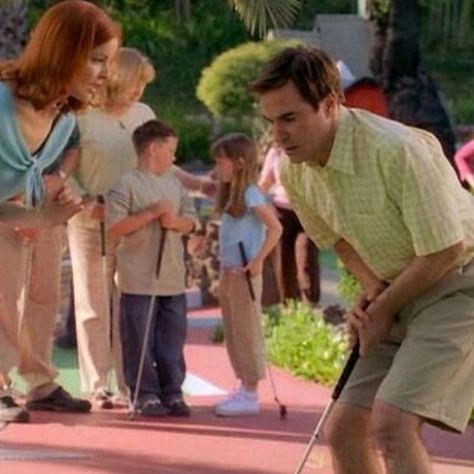 Mini golf anyone? #desperatehousewives #georgewilliams #pharmacist #marciacross #throwbackthursday #funonset #minigolf #tbt