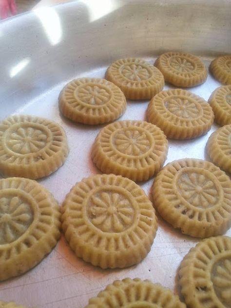 طريقة عمل معمول السميد ومعمول الطحين كعك العيد بالسميد والطحين Food Desserts Cookies