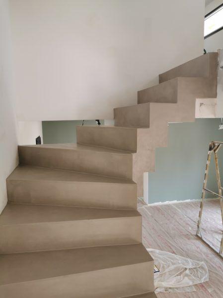 Remarquable Escalier Cremaillere Contemporain En Beton Cire Vernis