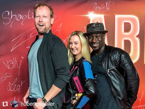 "Great fun at the Premiere of ""Abikalypse"" with wonderful colleagues... @hubertusgeller @jerry_kwarteng_official #abikalypse #cast #danielaschwerdt #pantaflix #warnerbros #premiere #kulturbrauerei #berlin #movie #cinema #party #redcarpet #sodaclub #schauspielerin #actress #actorslife #fotowand #comedy #colibriagentur  #picoftheday #andaction #casting #filmmake"