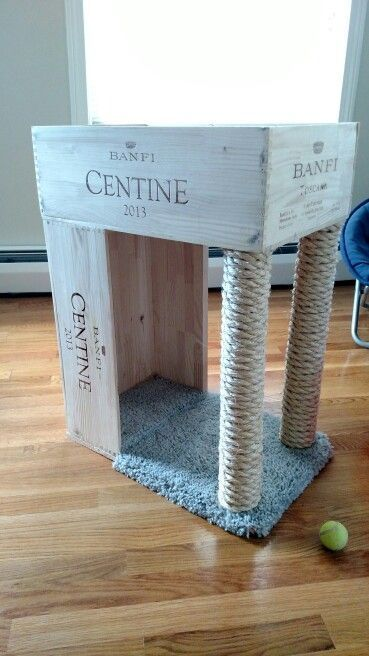 Cats Toys Ideas - Wine crate cat bed and sisal scratching post! Diy Cat Bed, Diy Bed, Diy Cat Toys, Ideal Toys, Crate Furniture, Furniture Design, Furniture Dolly, Furniture Market, Furniture Stores