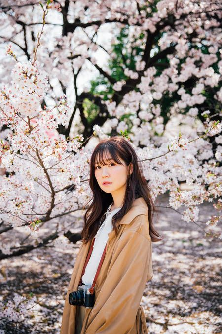 Japanese Girl With Cherry Blossom Beautiful People Japan Japanese Sakura Tokyo Beauty Beauty In Nat Cherry Blossom Outfit Spring Photoshoot Cherry Blossom Girl