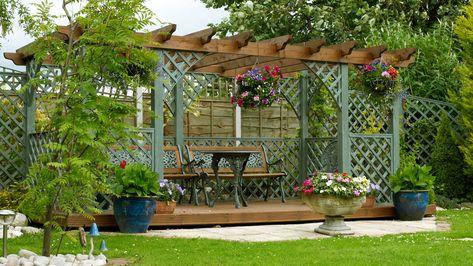 Jardin Avec Pergola à Lu0027ombre   Abimages   Shutterstock