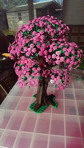 Hi Here Is My Cherry Blossom Tree Built Mostly With Flower Pieces The Main Technique Is To Keep The Flower Petals On Their Lego Flower Lego Tree Lego Design