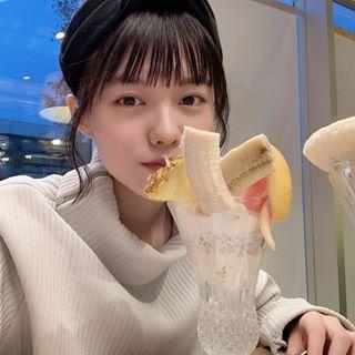 志田彩良さんのインスタグラム写真 志田彩良instagram 明日 24日 金 の21時頃から 初めてのインスタライブをします 自粛中でおうちにいる方も多いと思うので 少しでも皆さんとおうち時間を共有できたら嬉しいです 是非覗きに来てください 4月23日 17時