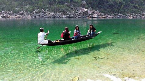 Seven Sisters' Photo Of The Day: Beautifully clear Umngot river, 96 km from Shillong, Meghalaya is a paradise unexplored. Photo by Roman Saini @RomanSaini