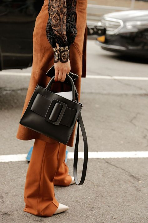 Crna torba sa šnalom