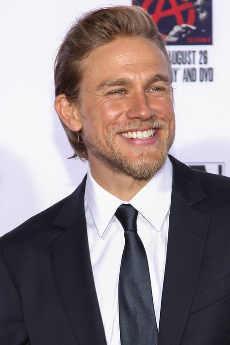 Charlie Hunnam B 1980 English Actor He Is Known For His Roles As
