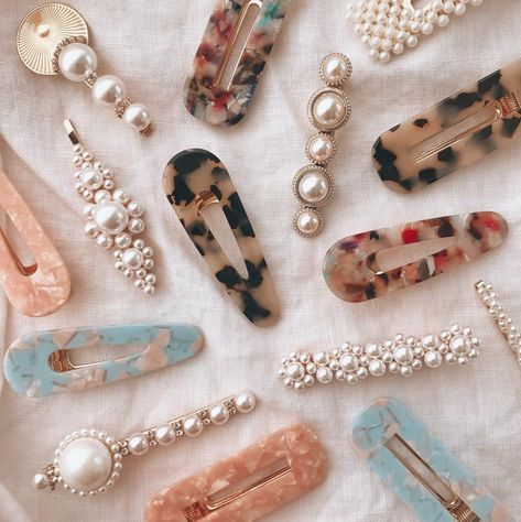 Hair clips and pins are the most popular hair accessories you can get right now - see how to wear them and where yo buy.   #hairclips #hairaccessories