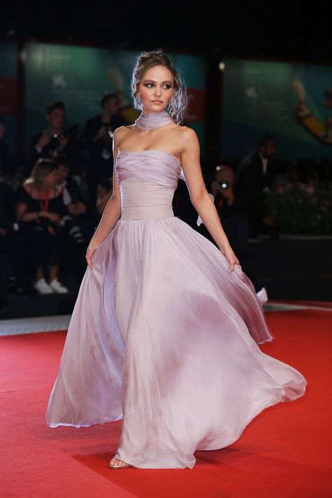 Lily-Rose Depp in Chanel Lily Rose Melody Depp, Lily Rose Depp Style, Festival Looks, Film Festival, Gala Dresses, Red Carpet Dresses, Formal Dresses, Lily Rose Depp Chanel, Chanel Vestidos