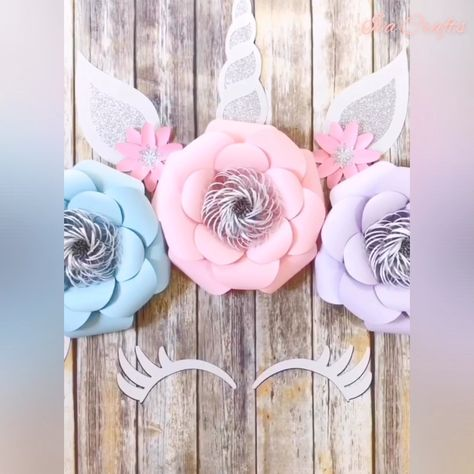 Fast and easy way to curl petals for those beautiful smooth curves!  #homedecor #diy #diyhomedecor #diycrafts #tutorial #paper #decor  #papercrafts #crafts #paperflowers #unicorn #howto #diyprojects #backdrops