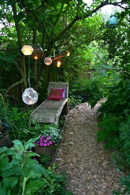 Beleuchtung Im Garten Der Perfekte Ort Zum Entspannen Schone Pflanzen Und Sitzecke Dream Garden Meditation Garden Cottage Garden