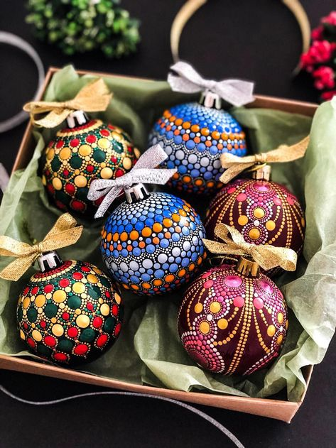 Fantastic Christmas time info are available on our site. Have a look and you wont be sorry you did. Painted Christmas Ornaments, Christmas Baubles, Diy Christmas Gifts, Holiday Crafts, Christmas Decorations, Christmas Sale, Felt Christmas, Homemade Christmas, Spring Crafts
