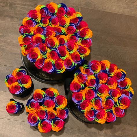 ❤️ Surprise them with roses that last a year or longer! 5 sizes and 19 colors to choose from. Free overnight shipping is included. #BloomLuxury #rainbow #roses #surprisedelivery #differentsizes #lotsofcolors #sendlove