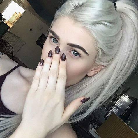When your nails and shirt match
