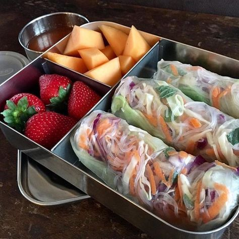Zero waste bento box lunch box. Rice paper rolls and fresh fruit. This delicious bento box was created by @activeandnourished. Lunch box available at Biome Eco Stores.
