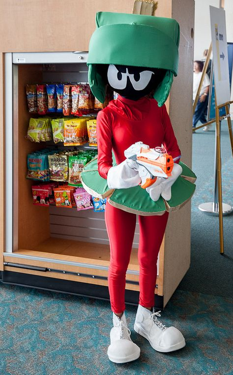 Marvin Martian - Real Time - Diet, Exercise, Fitness, Finance You for Healthy articles ideas Mermaid Halloween Costumes, Halloween Sewing, First Halloween, Halloween Cosplay, Halloween Kids, Halloween Themes, Nerd Costumes, Creepy Costumes, Vampire Costumes