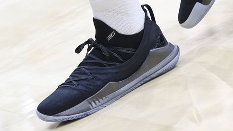 3bb58f231d9 Stephen Curry debuts new Under Armour sneaker on 30th birthday in ...