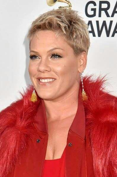 Pin Von Tanya Ballantyne Auf Pink Pink Frisur Frisuren Haare