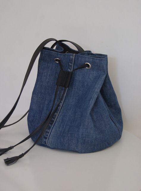 Sac bandoulière forme seau / bourse en jean recyclé