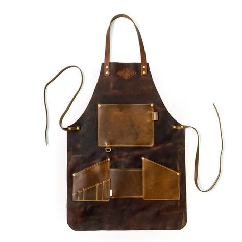 Let's make your trade look even more official! These full grain leather aprons are all handmade to order and personalized for each customer with 🔥 branded initials. Woodworking Shop, Woodworking Projects, Sewing Projects, Sewing Hacks, Leather Apron, Leather Workshop, Wood Workshop, Leather Projects, Leather Tooling