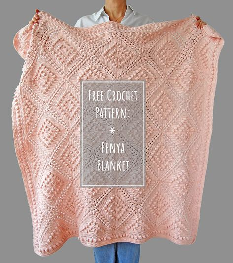 Free Crochet Pattern: Fenya Blanket - This beautiful, vintage style crochet blanket is easy to make. The pattern is FREE on Dada's plac - Crochet Gratis, Knit Or Crochet, Baby Blanket Crochet, Crochet Stitches, Free Crochet, Crochet Afghans, Crochet Blankets, Easy Knitting Projects, Crochet Projects