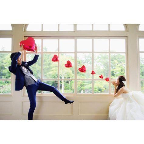 ハートの風船を撮影小物にする投げキッスショットの撮り方 Marry マリー 結婚式 ポーズ 結婚式の写真撮影 ウエディング写真
