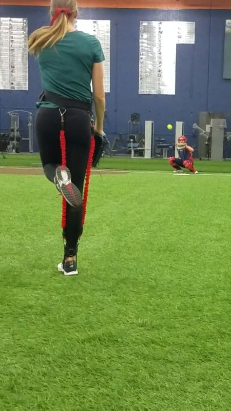 USSSA Softball Pitcher Monica Abbott Showing us how to Pitch!