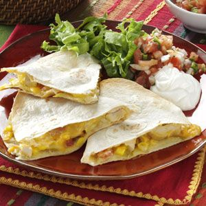 These chicken apple quesadillas are perfect to add a sweet & salty crunch to your tailgate party!