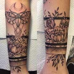 """Tattoos by elvee.ink ☠️ on Instagram: """"Did this one today. Hard to get a d... -  Tattoos by elvee.ink ☠️ on Instagram: """"Did this one today. Hard to get a decent pic as it wra - #ArmTattooforguys #ArmTattooideas #ArmTattooquotes #ArmTattoosmall #ArmTattoounique #ArmTattoowraparound #elveeink #flowerArmTattoo #Hard #Instagram #simpleArmTattoo #Tattoos #today"""